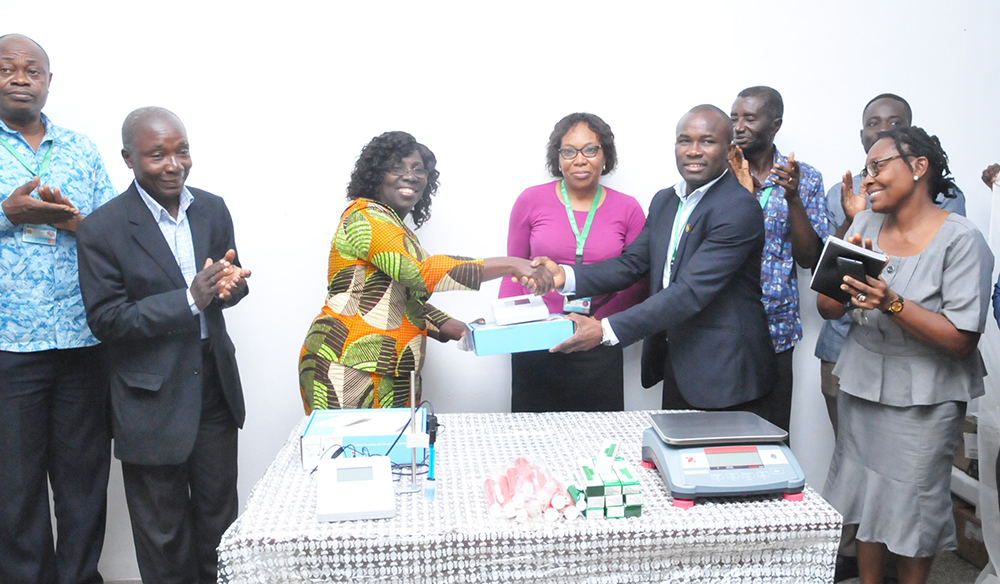 Faculty Member Donates Laboratory Equipment